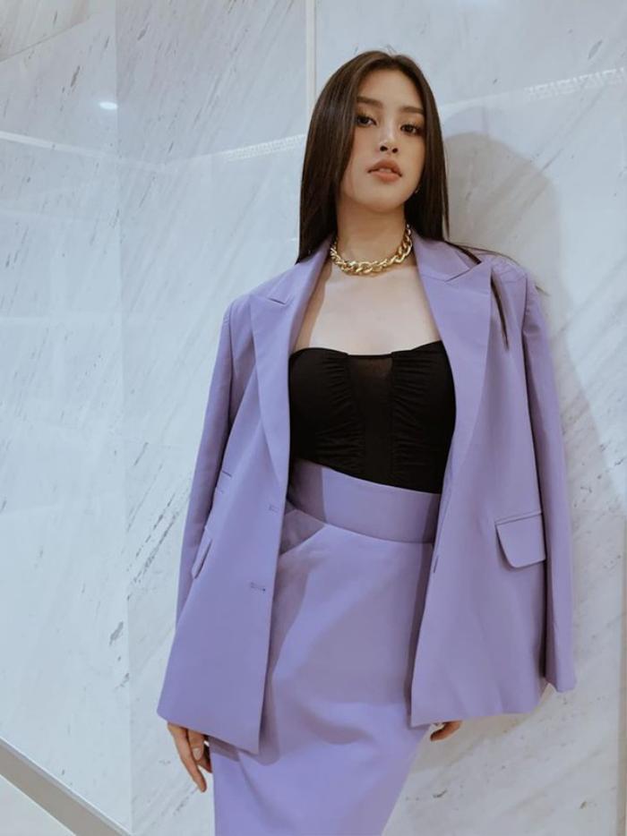Hoa hậu Tiểu Vy diện vest xuyên thấu, nửa kín nửa hở khiến fan xiêu lòng Ảnh 8