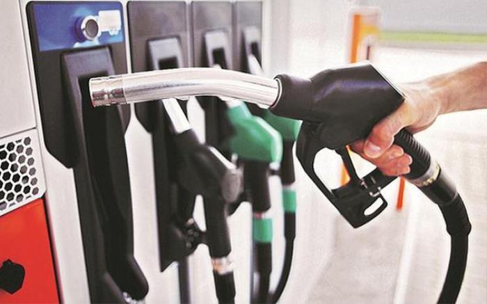 Giá xăng giảm nhẹ chiều nay, xăng E5 về mức 14.000 đồng/lít Ảnh 1