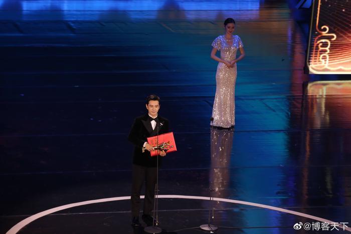 'Bách Hoa 2020': Dịch Dương Thiên Tỉ và Châu Đông Vũ thắng giải lớn với 'Em của niên thiếu' Ảnh 9