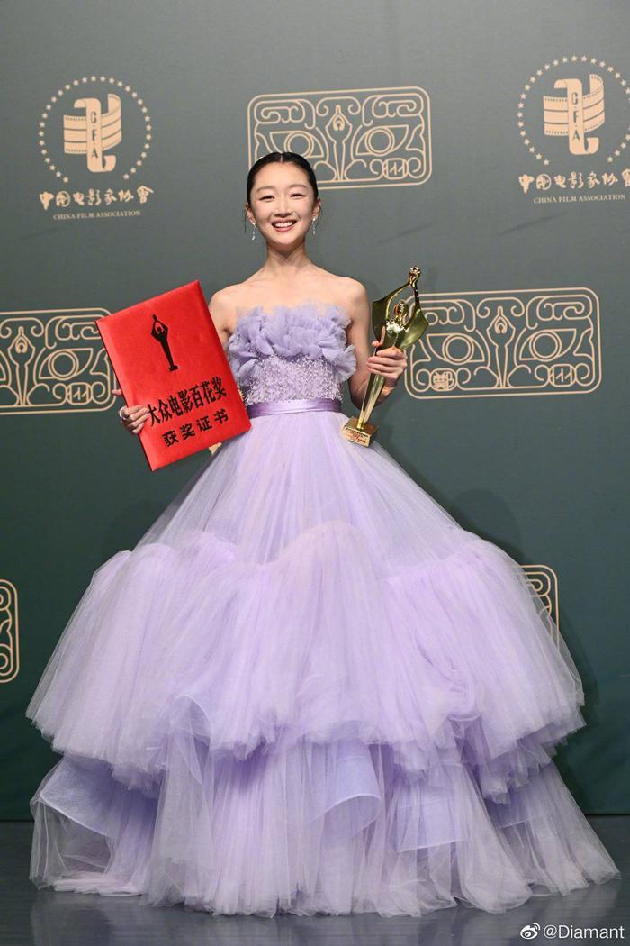 'Bách Hoa 2020': Dịch Dương Thiên Tỉ và Châu Đông Vũ thắng giải lớn với 'Em của niên thiếu' Ảnh 16