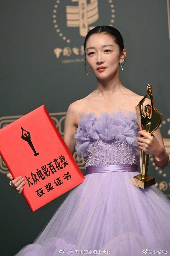 'Bách Hoa 2020': Dịch Dương Thiên Tỉ và Châu Đông Vũ thắng giải lớn với 'Em của niên thiếu' Ảnh 17