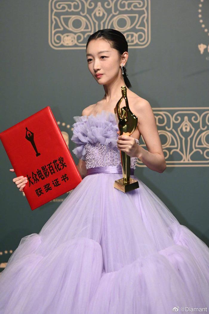 'Bách Hoa 2020': Dịch Dương Thiên Tỉ và Châu Đông Vũ thắng giải lớn với 'Em của niên thiếu' Ảnh 19