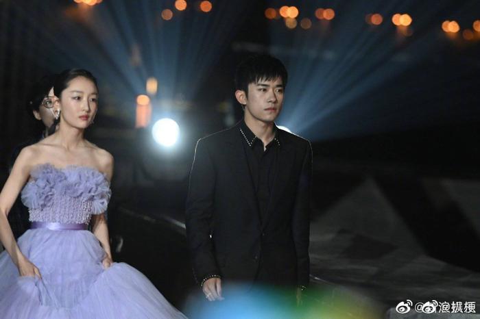 'Bách Hoa 2020': Dịch Dương Thiên Tỉ và Châu Đông Vũ thắng giải lớn với 'Em của niên thiếu' Ảnh 18