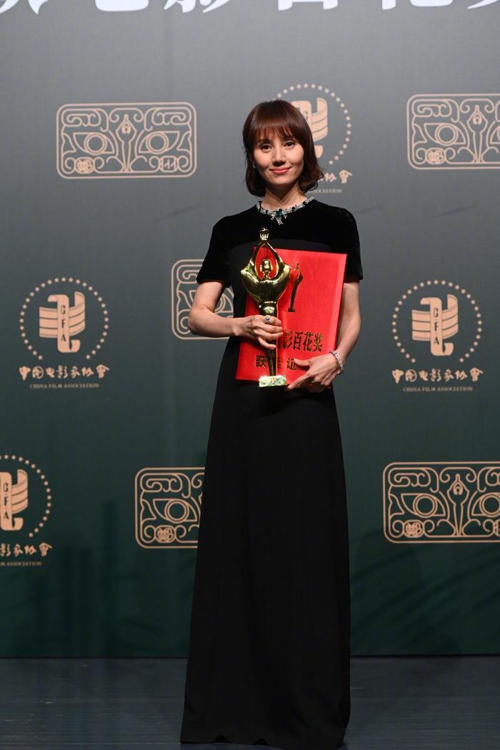 'Bách Hoa 2020': Dịch Dương Thiên Tỉ và Châu Đông Vũ thắng giải lớn với 'Em của niên thiếu' Ảnh 4
