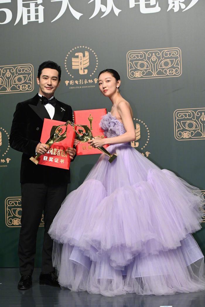 'Bách Hoa 2020': Dịch Dương Thiên Tỉ và Châu Đông Vũ thắng giải lớn với 'Em của niên thiếu' Ảnh 14