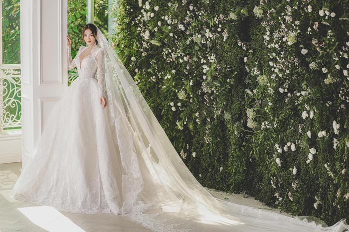 Ninh Dương Lan Ngọc diện váy cô dâu đẹp ngỡ ngàng, khoe visual đỉnh khiến dân tình tròn mắt Ảnh 2