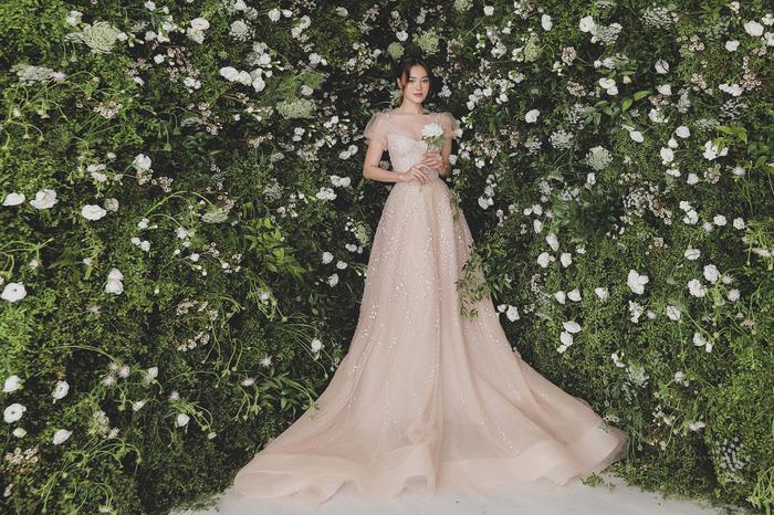 Ninh Dương Lan Ngọc diện váy cô dâu đẹp ngỡ ngàng, khoe visual đỉnh khiến dân tình tròn mắt Ảnh 12