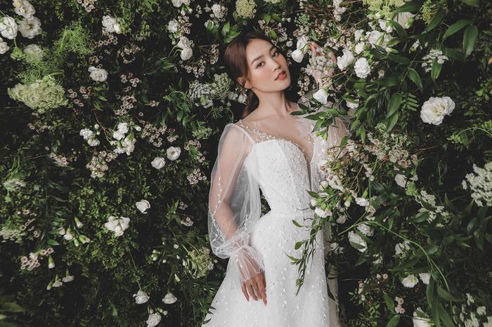 Ninh Dương Lan Ngọc diện váy cô dâu đẹp ngỡ ngàng, khoe visual đỉnh khiến dân tình tròn mắt Ảnh 13