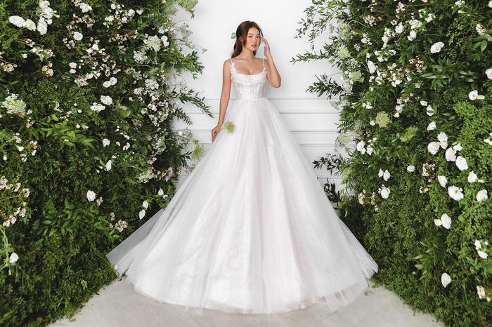 Ninh Dương Lan Ngọc diện váy cô dâu đẹp ngỡ ngàng, khoe visual đỉnh khiến dân tình tròn mắt Ảnh 1