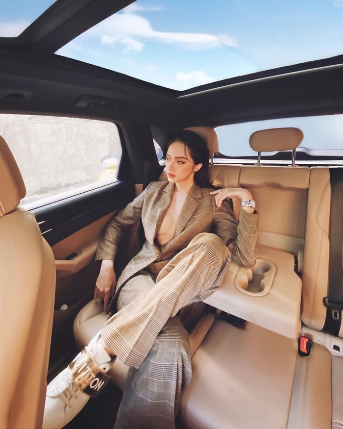 Những bộ vest gợi cảm theo cấp số nhân của Hương Giang, đẳng cấp hoa hậu số 1 Vbiz! Ảnh 11
