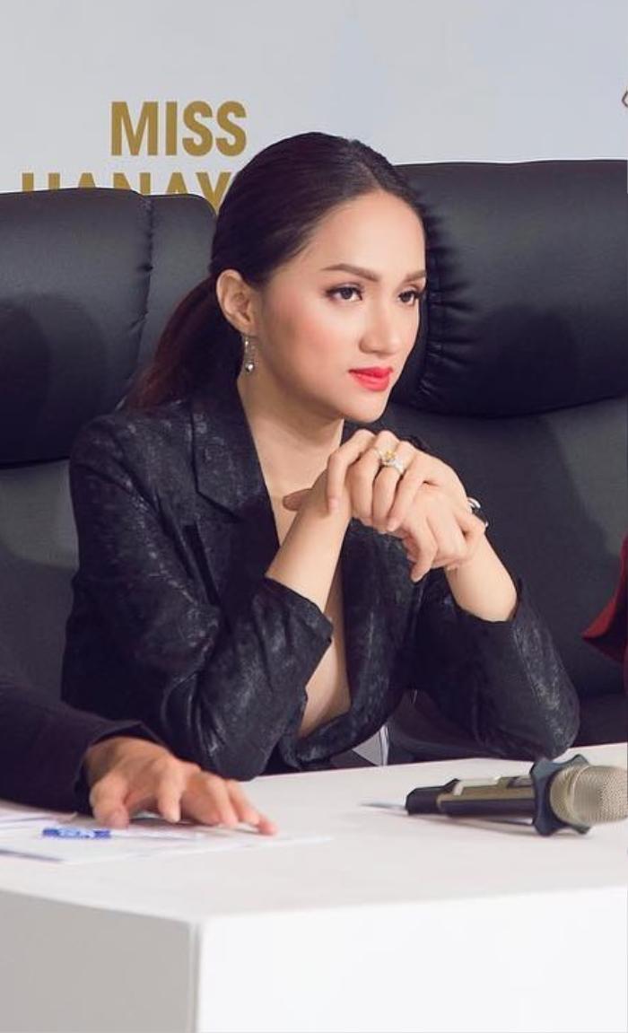 Những bộ vest gợi cảm theo cấp số nhân của Hương Giang, đẳng cấp hoa hậu số 1 Vbiz! Ảnh 7
