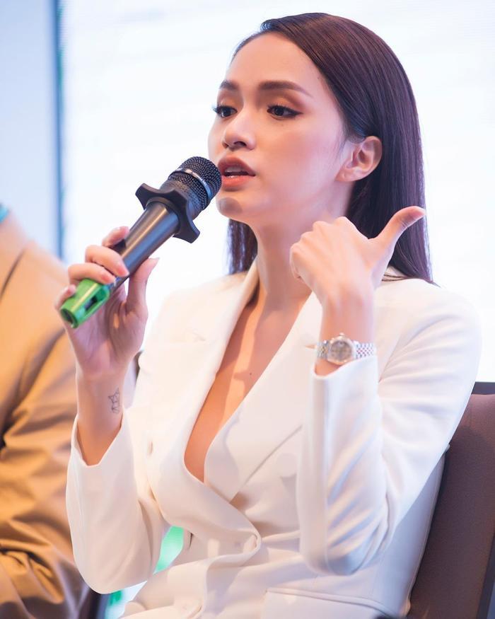 Những bộ vest gợi cảm theo cấp số nhân của Hương Giang, đẳng cấp hoa hậu số 1 Vbiz! Ảnh 8
