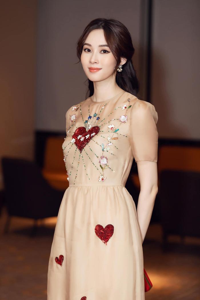 Khoe ảnh đi ăn cưới, Hoa hậu Đặng Thu Thảo khiến fan phải nức nở vì quá đẹp Ảnh 4