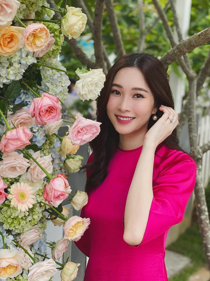 Khoe ảnh đi ăn cưới, Hoa hậu Đặng Thu Thảo khiến fan phải nức nở vì quá đẹp Ảnh 2