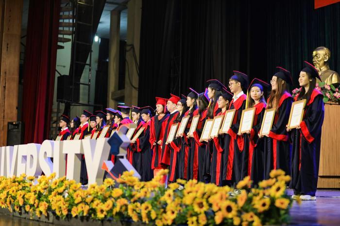 Tân cử nhân ĐH Kinh tế - Tài chính TP.HCM tốt nghiệp 3.96/4.0, đạt IELTS 7.0, duy trì học bổng 100% suốt khóa học Ảnh 4