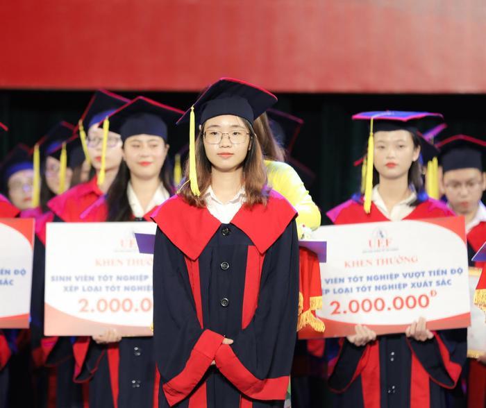 Tân cử nhân ĐH Kinh tế - Tài chính TP.HCM tốt nghiệp 3.96/4.0, đạt IELTS 7.0, duy trì học bổng 100% suốt khóa học Ảnh 1