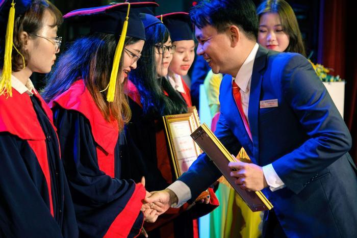 Tân cử nhân ĐH Kinh tế - Tài chính TP.HCM tốt nghiệp 3.96/4.0, đạt IELTS 7.0, duy trì học bổng 100% suốt khóa học Ảnh 3