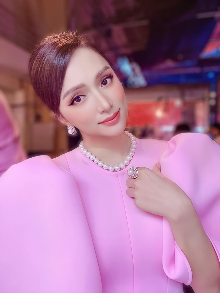Hiếm hoa hậu nào được có được đôi môi quyến rũ như Hương Giang, màu son nào cũng hút hồn cả thiên hạ Ảnh 10