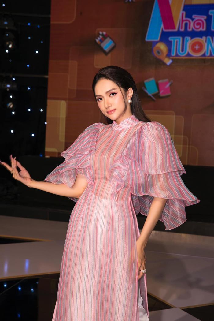 Hiếm hoa hậu nào được có được đôi môi quyến rũ như Hương Giang, màu son nào cũng hút hồn cả thiên hạ Ảnh 9