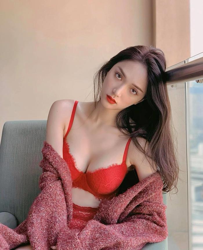 Hiếm hoa hậu nào được có được đôi môi quyến rũ như Hương Giang, màu son nào cũng hút hồn cả thiên hạ Ảnh 5