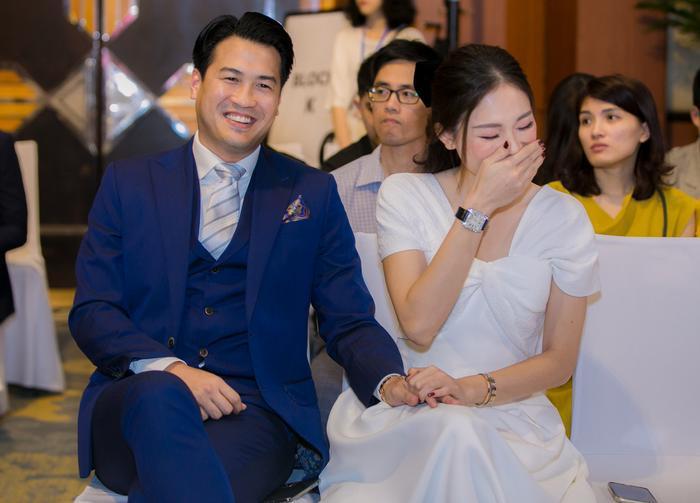 Linh Rin đẹp dịu dàng như nàng thơ, tình tứ e ấp bên Phillip Nguyễn Ảnh 4
