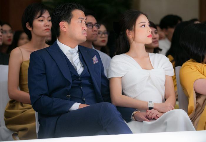 Linh Rin đẹp dịu dàng như nàng thơ, tình tứ e ấp bên Phillip Nguyễn Ảnh 5