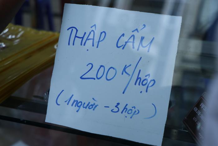 Sức hút khủng khiếp từ tiệm bánh trung thu hot nhất Hà Nội: Khách thưởng thức thoải mái nhưng mua phải xếp hàng cả tiếng, cửa hàng liên tục treo biển 'hết bánh' Ảnh 9