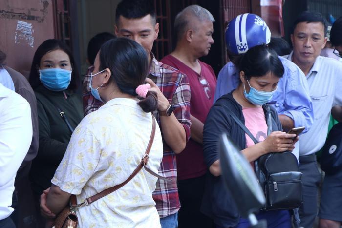 Sức hút khủng khiếp từ tiệm bánh trung thu hot nhất Hà Nội: Khách thưởng thức thoải mái nhưng mua phải xếp hàng cả tiếng, cửa hàng liên tục treo biển 'hết bánh' Ảnh 15