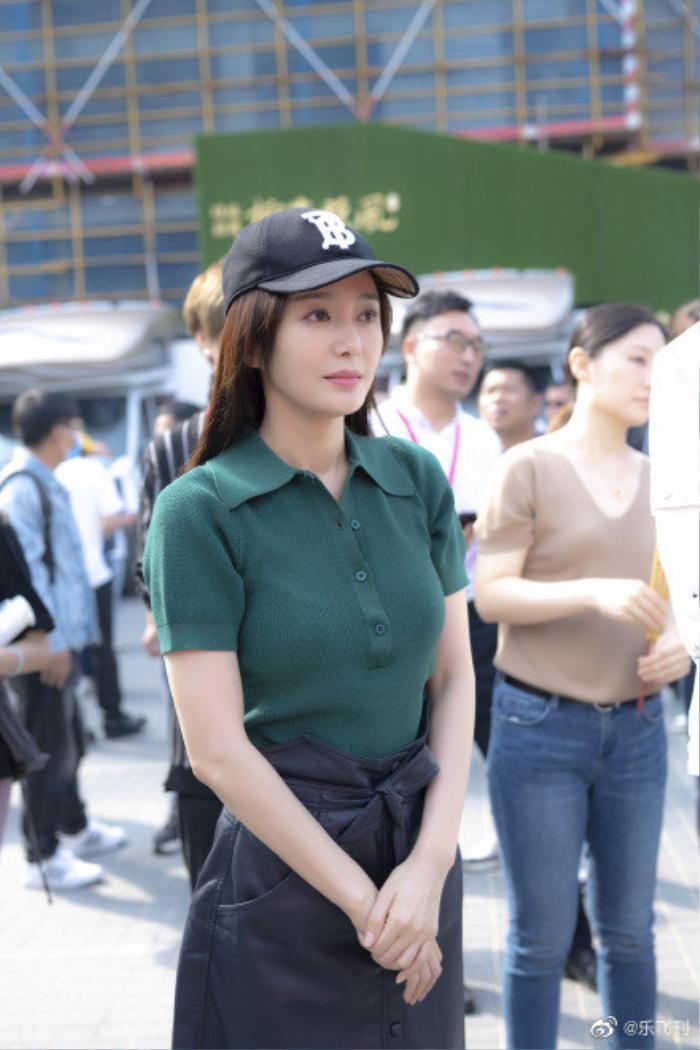 Tần Lam - Vương Hạc Đề thân mật trong ngày khai máy 'Phái lý trí không thể yêu' Ảnh 12