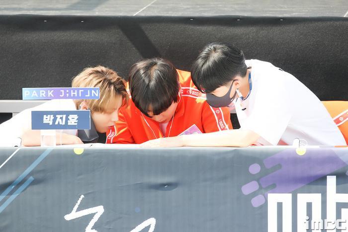 Đại hội thể thao idol 2020: Wanna One hội tụ đông vui, 'Quán quân' Kim Yo Han (X1) thì sao? Ảnh 19