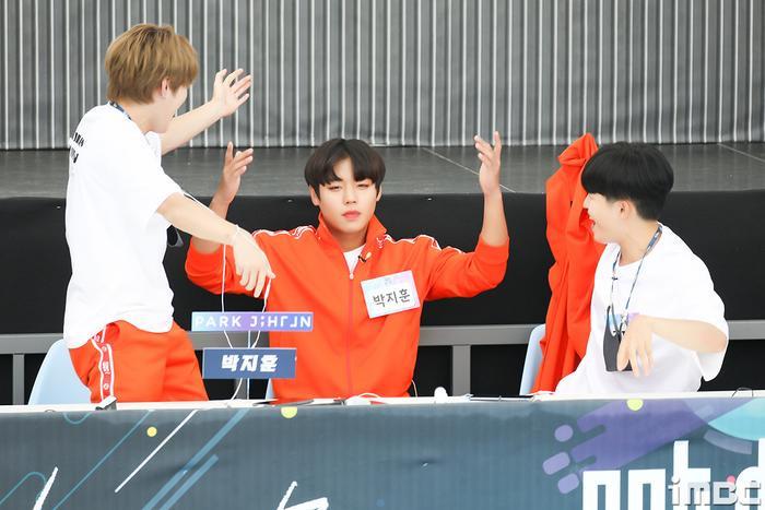 Đại hội thể thao idol 2020: Wanna One hội tụ đông vui, 'Quán quân' Kim Yo Han (X1) thì sao? Ảnh 22