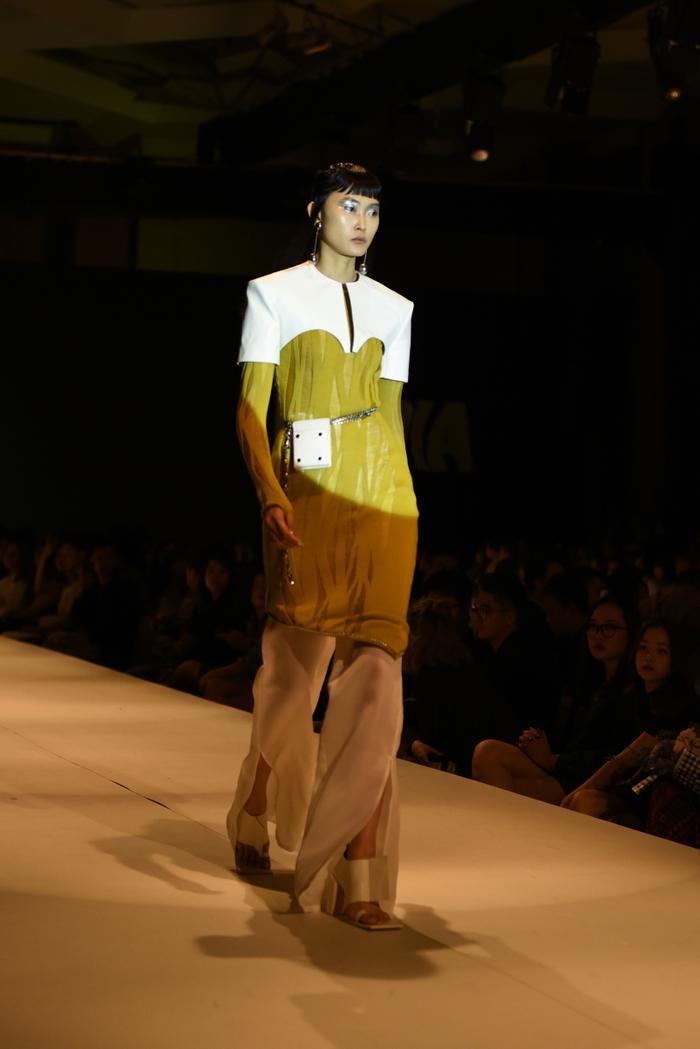 Mẫu Việt phủ phấn trắng toàn thân hóa thành gái bán hoa cao cấp Nhật Bản và thông điệp nhân văn phía sau Ảnh 9