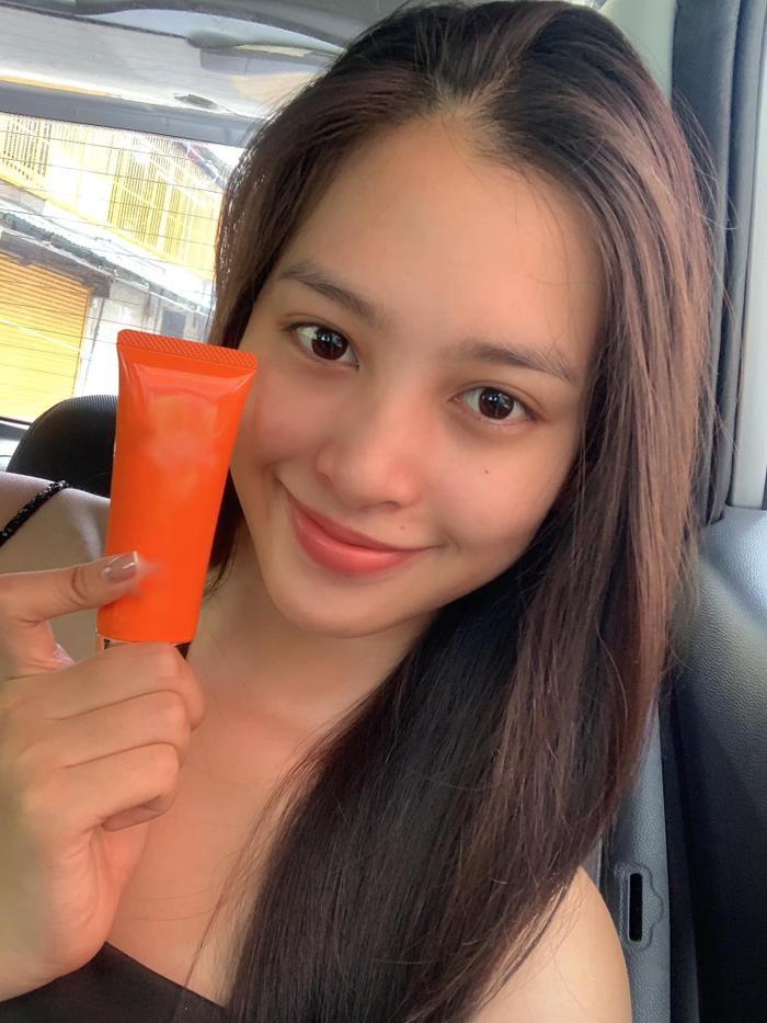 Hoa hậu Tiểu Vy khoe ảnh không son phấn, fan hô vang 'nữ thần mặt mộc' Ảnh 2