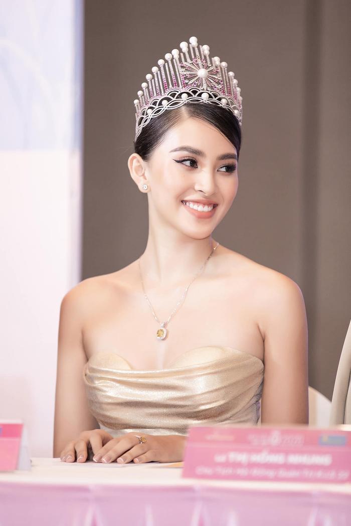 Hoa hậu Tiểu Vy khoe ảnh không son phấn, fan hô vang 'nữ thần mặt mộc' Ảnh 8