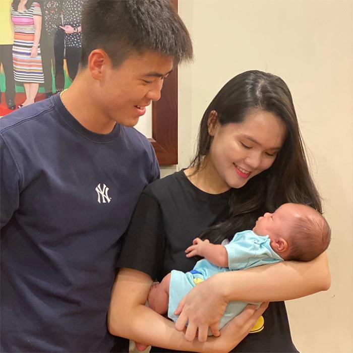 Duy Mạnh, Quỳnh Anh và con trai lần đầu xuất hiện trong một bức hình Ảnh 1