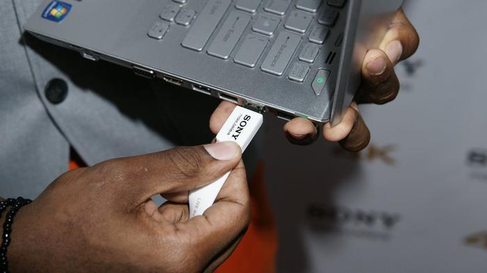 Vì sao cha đẻ USB cũng phải hối hận vì phát minh của mình? Ảnh 1