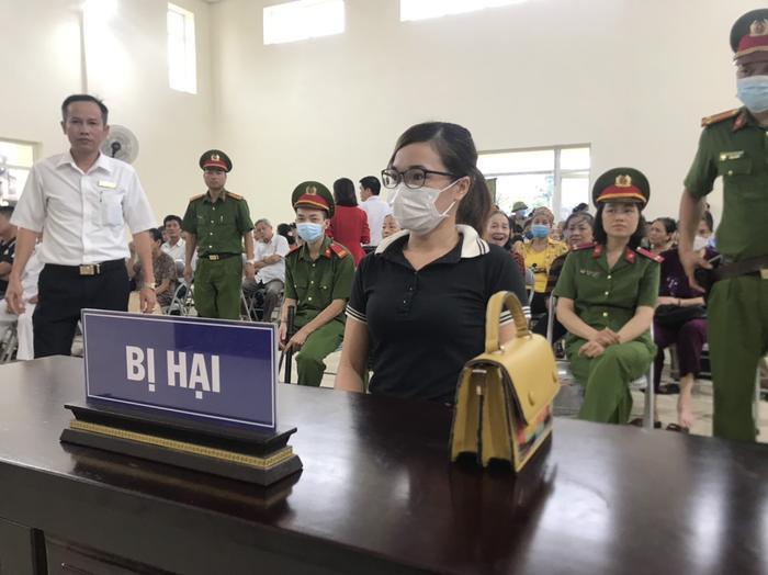 Hàng trăm người dân Bắc Ninh kéo đến xem xét xử chủ quán nướng bắt khách quỳ xin lỗi vì dám 'bóc phốt' đồ ăn có sán Ảnh 10