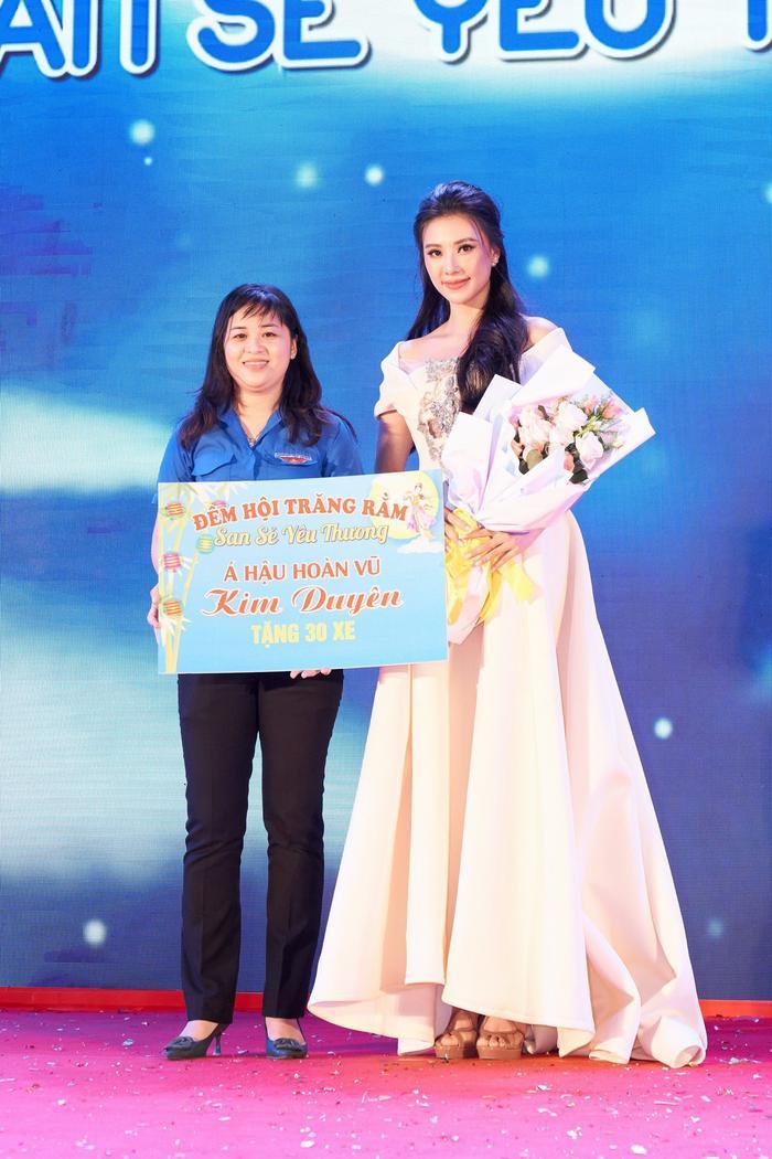 Á hậu Kim Duyên trao tặng 30 xe đạp cho trẻ em nghèo Cần Thơ nhân dịp Trung thu Ảnh 3