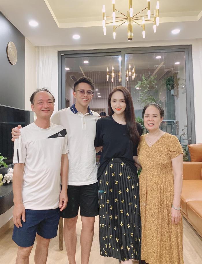 Matt Liu ra mắt gia đình Hương Giang: Anh chàng đang định 'đánh nhanh rút gọn' để 'đưa nàng về dinh'? Ảnh 2