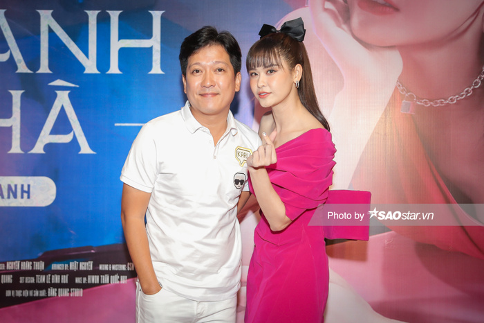 Trường Giang, Tiến Luật và dàn sao hùng hậu đội mưa đến chúc mừng Trương Quỳnh Anh ra mắt MV Ảnh 3