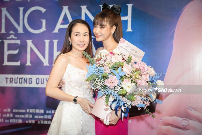 Trường Giang, Tiến Luật và dàn sao hùng hậu đội mưa đến chúc mừng Trương Quỳnh Anh ra mắt MV Ảnh 16