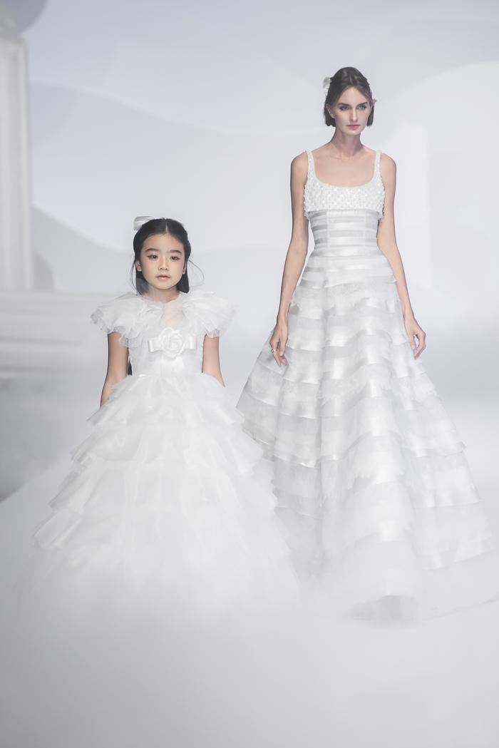 Hoàng Thuỳ, Minh Tú diện váy cưới quá sức lộng lẫy khiến fan tê liệt Ảnh 10