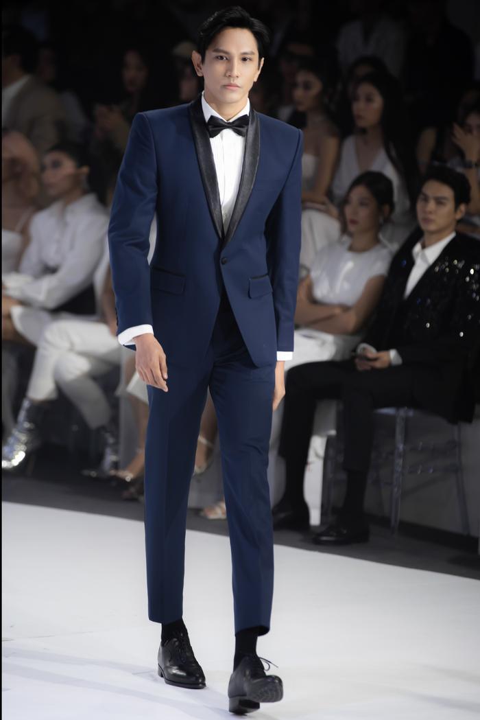 Hoàng Thuỳ, Minh Tú diện váy cưới quá sức lộng lẫy khiến fan tê liệt Ảnh 16