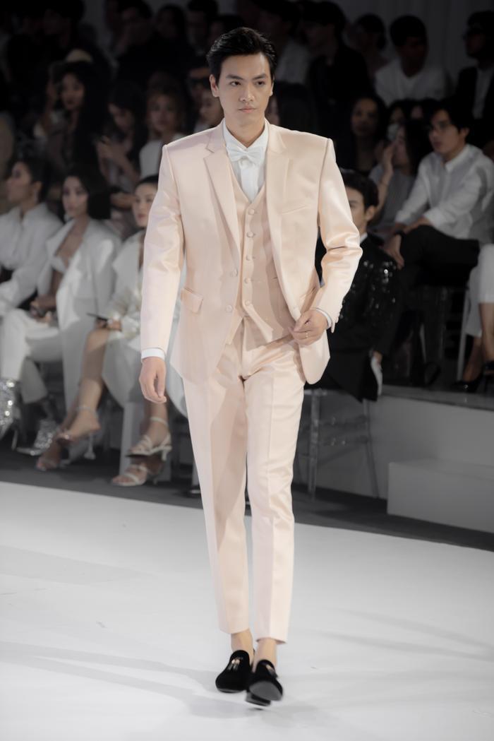 Hoàng Thuỳ, Minh Tú diện váy cưới quá sức lộng lẫy khiến fan tê liệt Ảnh 36