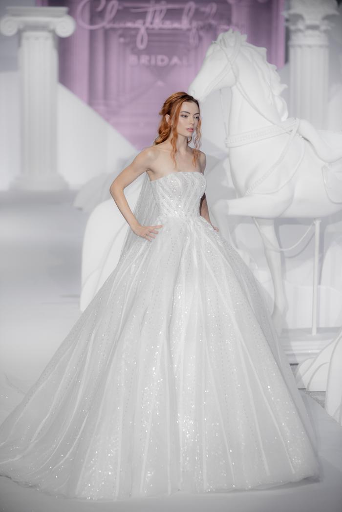Hoàng Thuỳ, Minh Tú diện váy cưới quá sức lộng lẫy khiến fan tê liệt Ảnh 23