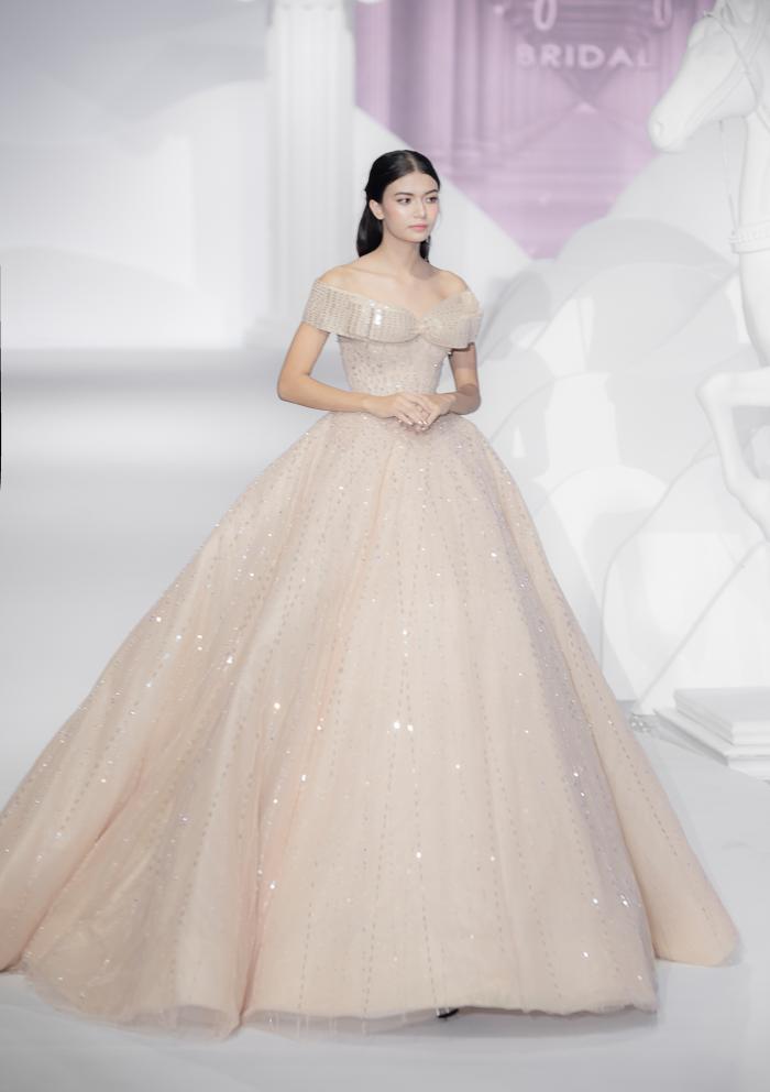 Hoàng Thuỳ, Minh Tú diện váy cưới quá sức lộng lẫy khiến fan tê liệt Ảnh 32