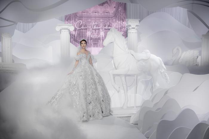 Hoàng Thuỳ, Minh Tú diện váy cưới quá sức lộng lẫy khiến fan tê liệt Ảnh 5