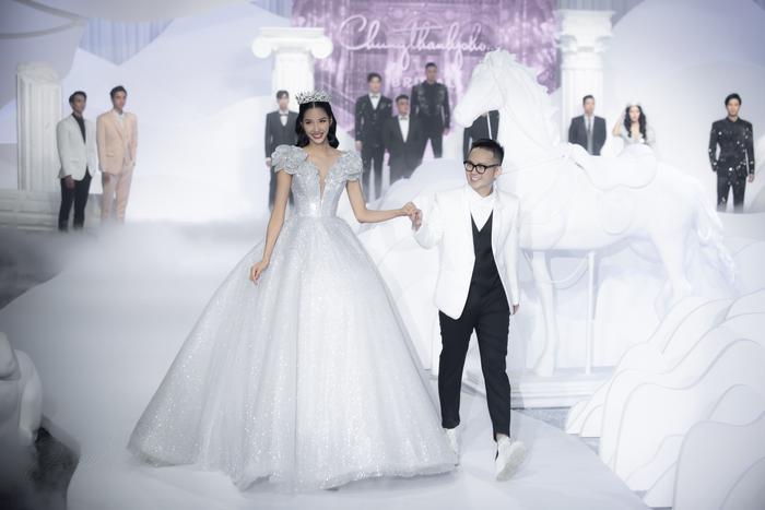 Hoàng Thuỳ, Minh Tú diện váy cưới quá sức lộng lẫy khiến fan tê liệt Ảnh 8