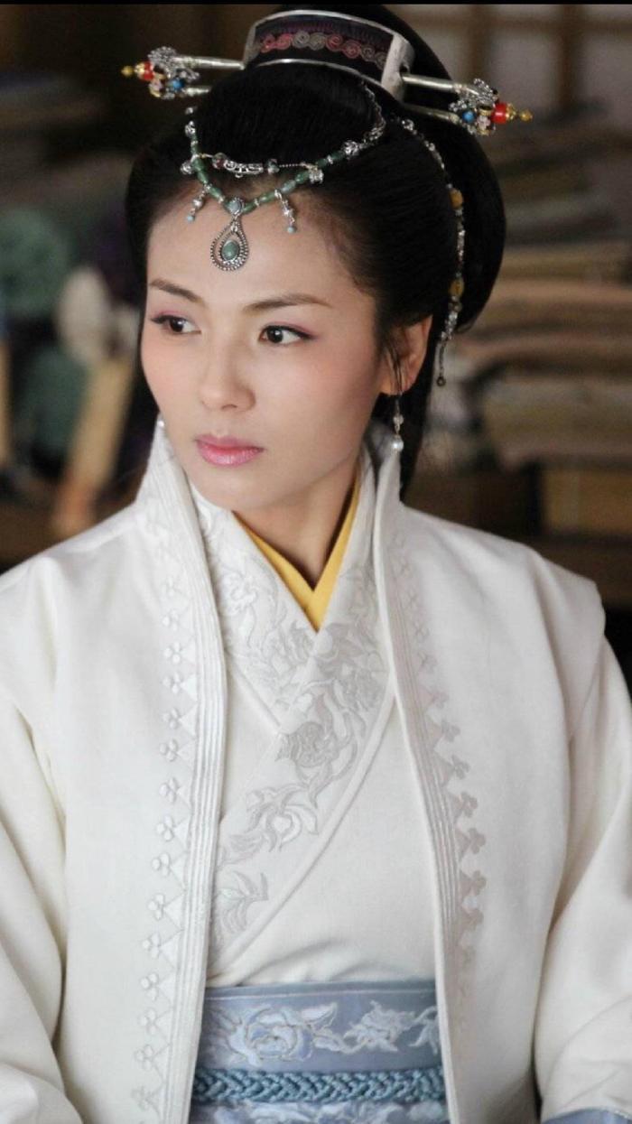 Những mỹ nhân Hoa ngữ chưa từng đóng phim về thời nhà Thanh Ảnh 7