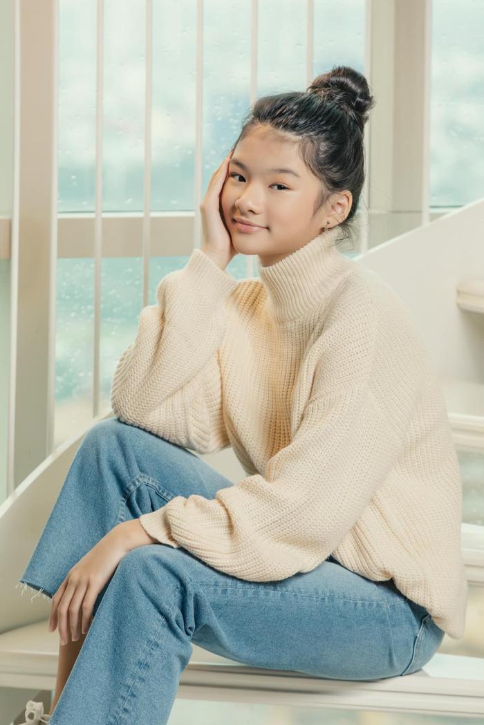Con gái Trương Ngọc Ánh lại gây sốt với bộ ảnh xinh đẹp chuẩn hoa hậu tương lai Ảnh 1